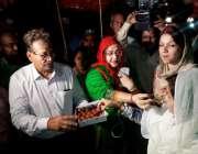 حیدر آباد: جے آئی ٹی کی رپورٹ آنے کی خوشی میں تحریک انصاف وومن ونگ کی ..