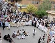 راولپنڈی: تحریک نفاذ جعفریہ کے زیر اہتمام ریلی مری روڈ گے گزر رہی ہے۔