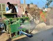 فیصل آباد: کسان روزمرہ کام میں مصروف ہیں۔