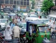 لاہور: شہر میں ہونے والی بارش کے بعد پریس کلب کے سامنے ٹریفک جام کا منظر۔