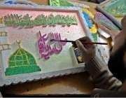 راولپنڈی: 12ربیع الاول کی مناسبت سے ایک کاریگر سجاوٹ کی اشیاء تیار کرنے ..