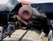 حیدر آباد: بولاری کے قریب دو مال بردار ٹرینوں میں تصادم کے بعد تباہی ..