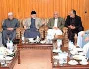لاہور: عوامی تحریک کے سربراہ ڈاکٹر طاہرالقادری سے سابق صدر آصف علی ..