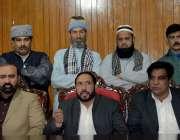 راولپنڈی: رکشہ یونین کے صدر ایوب خان پریس کانفرنس کر رہے ہیں۔