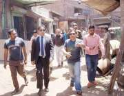 لاہور: کمشنر لاہور ڈویژن عبداللہ خان سنبل دل محمد روڈ پر واسا کے زیر ..