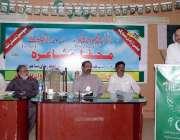 اٹک: ڈپٹی کمشنر رانا اکبر حیات محفل مشاعرہ کے شرکاء سے خطاب کر رہے ہیں۔