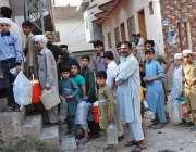 اسلام آباد: صاف پانی کی قلت کے باعث واٹر فلٹریشن پلانٹ پر پینے کا پانی ..