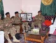 مظفر آباد: آرمی چیف جنرل قمر جاوید باجوہ شہید لیفٹیننٹ خاور کے والدین ..