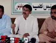 کوئٹہ: ڈسٹرکٹ الیکشن کمشنر کوئٹہ نیاز احمد پریس کانفرنس سے خطاب کر ..