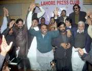 لاہور: صوبے کے مختلف اضلاع کے وائس چیئر مینز لاہور پریس کلب میں پریس ..