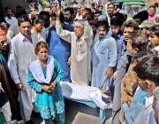 راولپنڈی: ڈاکٹروں کی مبینہ غفلت کے باعث مرنے والے دس سالہ لڑکے کے لواحقین ..