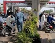 راولپنڈی: تحریک نفاذ جعفریہ کی ریلی کے باعث مری روڈ سے گزرنے والے موٹر ..