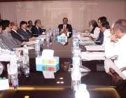 کراچی: چیف سیکرٹری سندھ رضوان میمن اجلاس کی صدارت کر رہے ہیں۔
