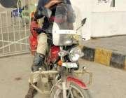 کراچی: لاہور کے رہائشی فہیم احمد راؤ موٹر سائیکل پر چھ ہزار کلومیٹر ..