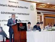 اسلام آباد: وفاقی وزیر خزانہ سینیٹر اسحاق ڈار ورکشاپ سے خطاب کر رہے ..