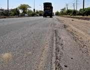 راولپنڈی: جی ٹی روڈ پر ہیوری ٹریفک گزرنے کے باعث سڑک کی خراب حالت کے ..