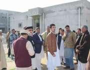 صوابی وزیر صحت شہرام خان ترکئی آر ایچ سی شیوہ کے دورہ کے موقع پر تعمیراتی ..