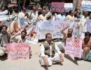 کوئٹہ: آل پاکستان کلرک ایسوسی ایشن کے زیر اہتمام اپنے مطالبات کے لیے ..
