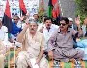 حیدر آباد: دوڑ کے رہائشی ٹھیکیدار اپنے مطالبات کے سلسلے میں احتجاج ..