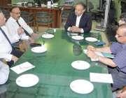لاہور: چیف ایگزیکٹو آفیسر ریلویز محمد جاوید انور شعبہ میڈیکل میں ملازمین ..