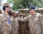 مظفر آباد: آرمی چیف جنرل قمر جاوید باجوہ نکیال سیکٹر کے دورہ کے موقع ..