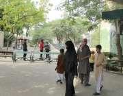 لاہور: چڑیا گھر انتظامیہ نے ہلاک ہونیوالی ہتھنی (سوزی) کے انکلوژر کی ..