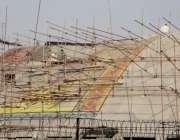 لاہور: مزدور پنجاب اسمبلی کی نئی عمارت کے تعمیراتی کام میں مصروف ہیں۔