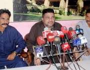 حیدر آباد: صوفی عمردراز پاکستان پریس کانفرنس سے خطاب کر رہے ہیں۔
