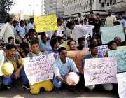 کراچی: کراچی پریس کلب کے سامنے مختلف علاقوں سے فٹبال ایسوسی ایشن کے ..