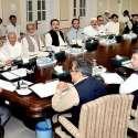 پشاور: نگران وزیراعلیٰ خیبر پختونخوا جسٹس (ر) دوست محمد خان ایک اجلاس کی صدارت کر رہے ہیں۔