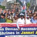 لاہور: تحریک نفاذ جعفریہ کے زیر اہتمام نکالی گئی یوم انہدام جنت البقیع ریلی میں شریک کارکن نعرے لگا رہے ہیں۔