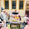 کابل: پشتونخوا ملی عوامی پارٹی کے سربراہ محمود خان اچکزئی سابق افغان صدر حامد کرزئی سے انکی رہائشگاہ میں افطار پر ملاقات کر رہے ہیں۔