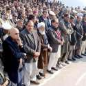 مظفر آباد: وزیراعظم آزاد کشمیر راجہ فاروق حیدر خان سابق قائمقام وزیراعظم صاحبزادہ اسحاق ظفر مرحوم کی اہلیہ کی نماز جنازہ ادا کر رہے ہیں۔