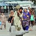 راولپنڈی: عید اپنے پیاروں کے ساتھ منانے کے لیے ایک فیملی ریلوے اسٹیشن پر پلیٹ فارم کی جانب آر ہی ہے۔