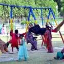 حیدر آباد: خواتین اور بچے رانی باغ میں جھولوں سے لطف اندوز ہو رہے ہیں۔