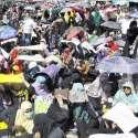 لاہور: ڈینگی ملازمین اور ویکسینیٹرز اپنے مطالبات کے حق میں ایوان اقبال کے باہر دھرنا دئیے بیٹھے ہیں۔