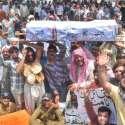 لاہور: آل پاکستان کلرکس ایسوسی ایشن لاہور کے زیر اہتمام ملازمین اپنے ..