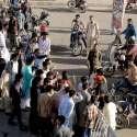 راولپنڈی: عید سے قبل چاند رات کو شدید بارش کے باعث نالہ لئی میں ڈوبنے والوں کے لواحقین کمیٹی چوک میں روڈ بند کر کے احتجاجی مظاہرہ کر رہے ہیں۔