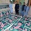 راولپنڈی: مسلم لیگ (ن) کے امیدوار برائے قومی اسمبلی حلقہ این اے62بیرسٹر دانیال چودھری اپنی انتخابی مہم کا آغاز کرتے ہوئے پینا فلیکس کے پوسٹر اپنی نگرانی میں تیار کروا رہے ہیں۔