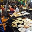 لاہور: روزہ داروں کی بڑی تعداد ایک ہوٹل سے سحری کرنے میں مصروف ہے۔