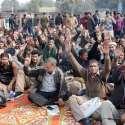 لاہور: ایپکا کے ملازمین اپنے مطالبات کی منظوری کے لیے سول سیکرٹریٹ کے باہر دھرنا دیئے بیٹھے ہیں۔