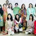 لاہور: صوبائی وزیر خزانہ ڈاکٹر عائشہ غوث پاشا کا پنجاب کمیشن فار ویمن سٹیٹس کے زیر اہتمام گلبرگ چیف ہائٹس پہلے آسان جاب مرکز کے افتاح کے بعد ٹیم کے ساتھ گروپ فوٹو۔