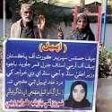 لاڑکانہ: بیٹی کی مبینہ اغوا کے خلاف ضعیف شخص اپنی اہلیہ کے ہمراہ پریس ..