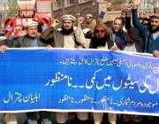پشاور: اہلیان چترال مطالبات کے حق میں احتجاجی مظاہرہ کررہے ہیں۔