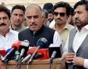 پشاور: نو منتخب رکن صوبائی اسمبلی شاہ فرمان میڈیا سے گفتگو کررہے ہیں۔