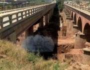 راولپنڈی: پل کی کھدائی کے دوران آئل ریفائنری کی پائپ لائن پھٹ جانک کے ..