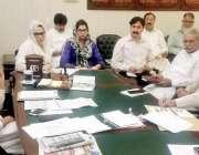 لاہور:ڈپٹی کشنر لاہور کیپٹن (ر) انوارالحق انسداد ڈینگی کے حوالے سے اجلاس ..