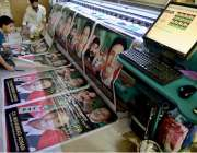 راولپنڈی: الیکشن کے حوالے سے مقامی پرنٹنگ پریس میں بینرز بنائے جا رہے ..