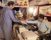 لاہور: لاہور چیمبر آف کامرس کی ایسوسی ایٹ کلاس کے انتخابات میں ایک تاجر ..