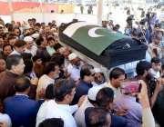 کراچی: امریکہ میں فائرنگ سے جابحق ہونیوالی طالبہ سبیقا کی میت کو تدفین ..